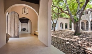 4239---Courtyard-w-Interior-Hall-and-Main-door for web