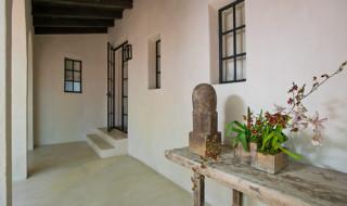 a4.4416---Interior-Hallway-to-Kitchen-Door